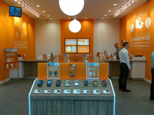 Wind-Mobile-Inside-Store-caption-2