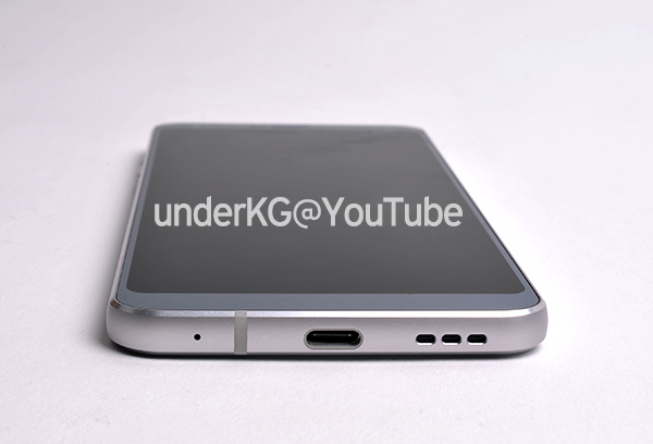 LG G6 smartphone bottom