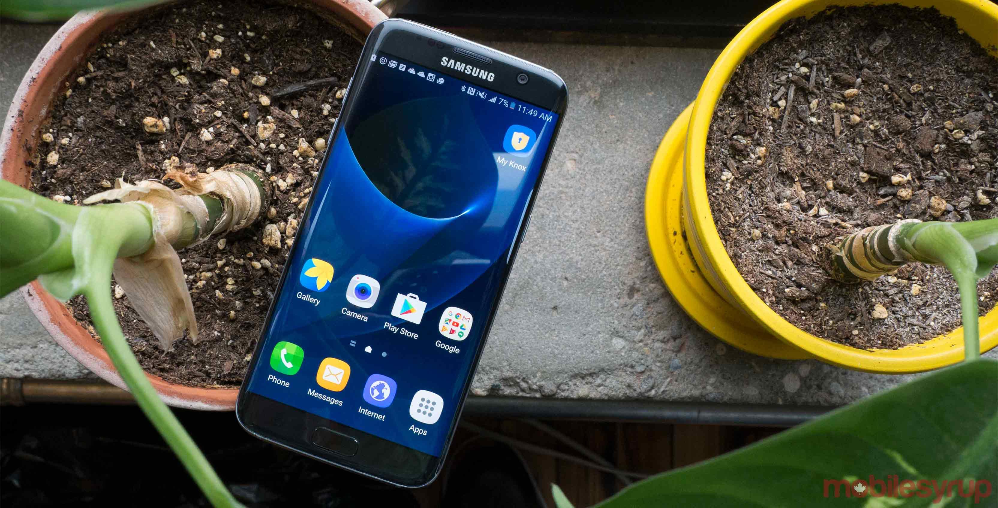 samsung s7 on table - Galaxy S8+