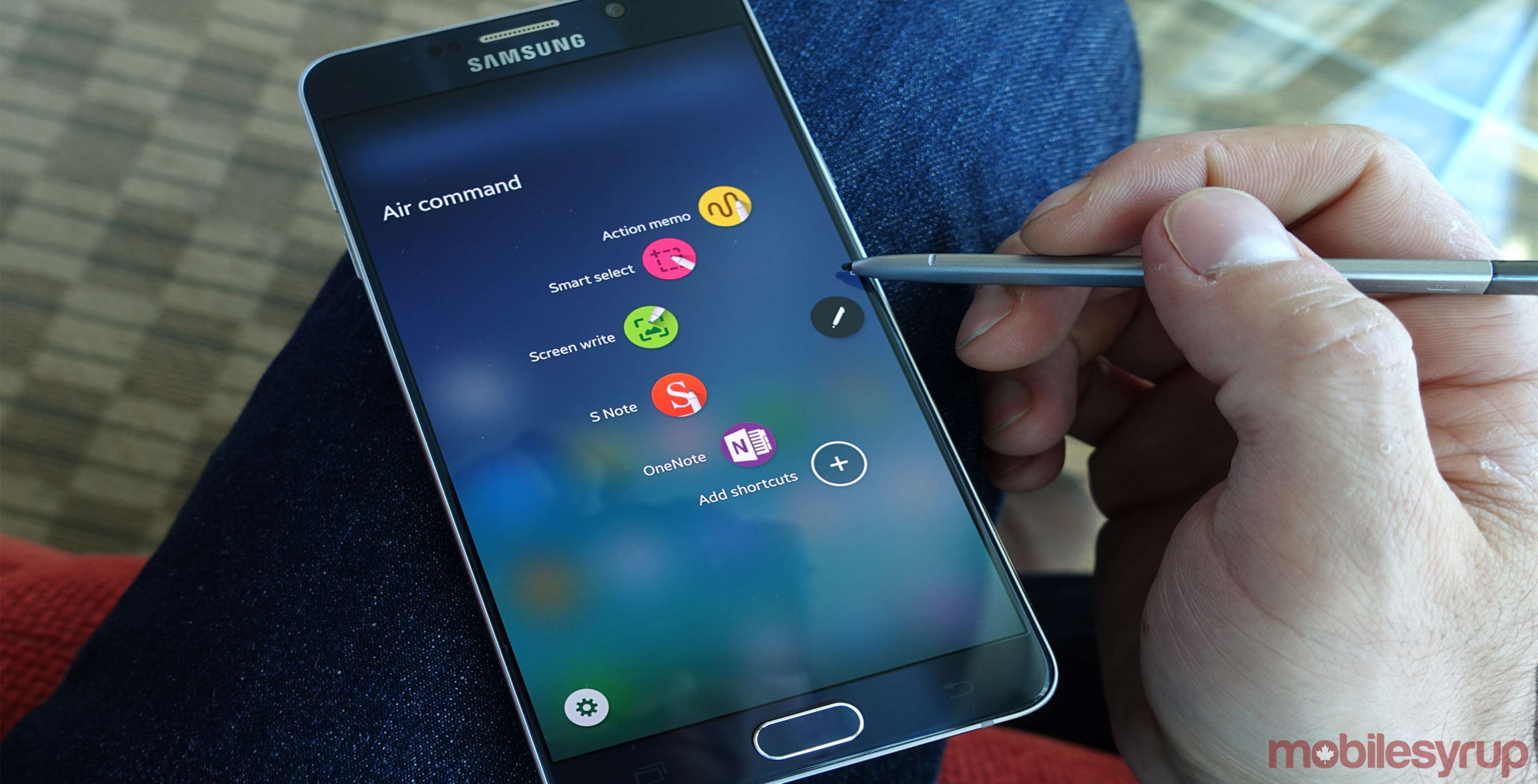 Samsung Galaxy Note 5 smartphone with stylus