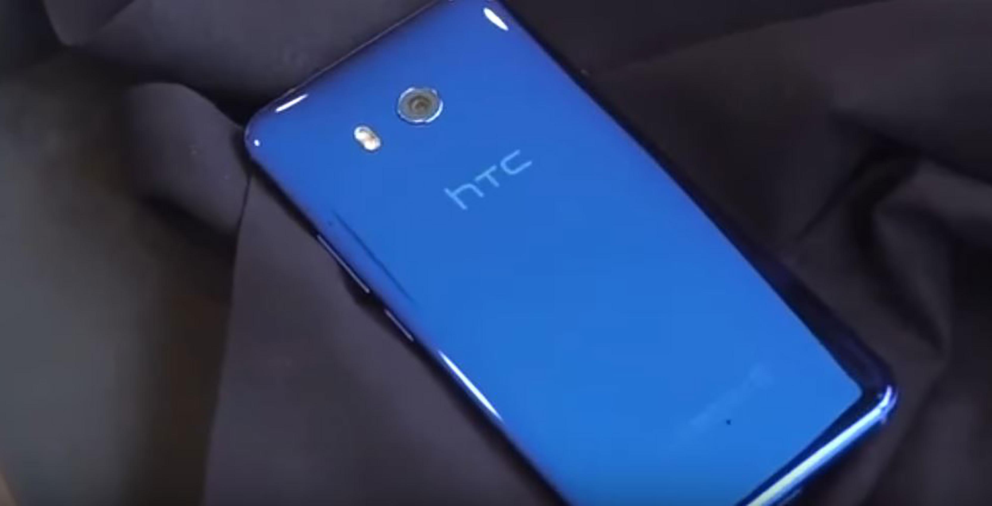 HTC U11's rear
