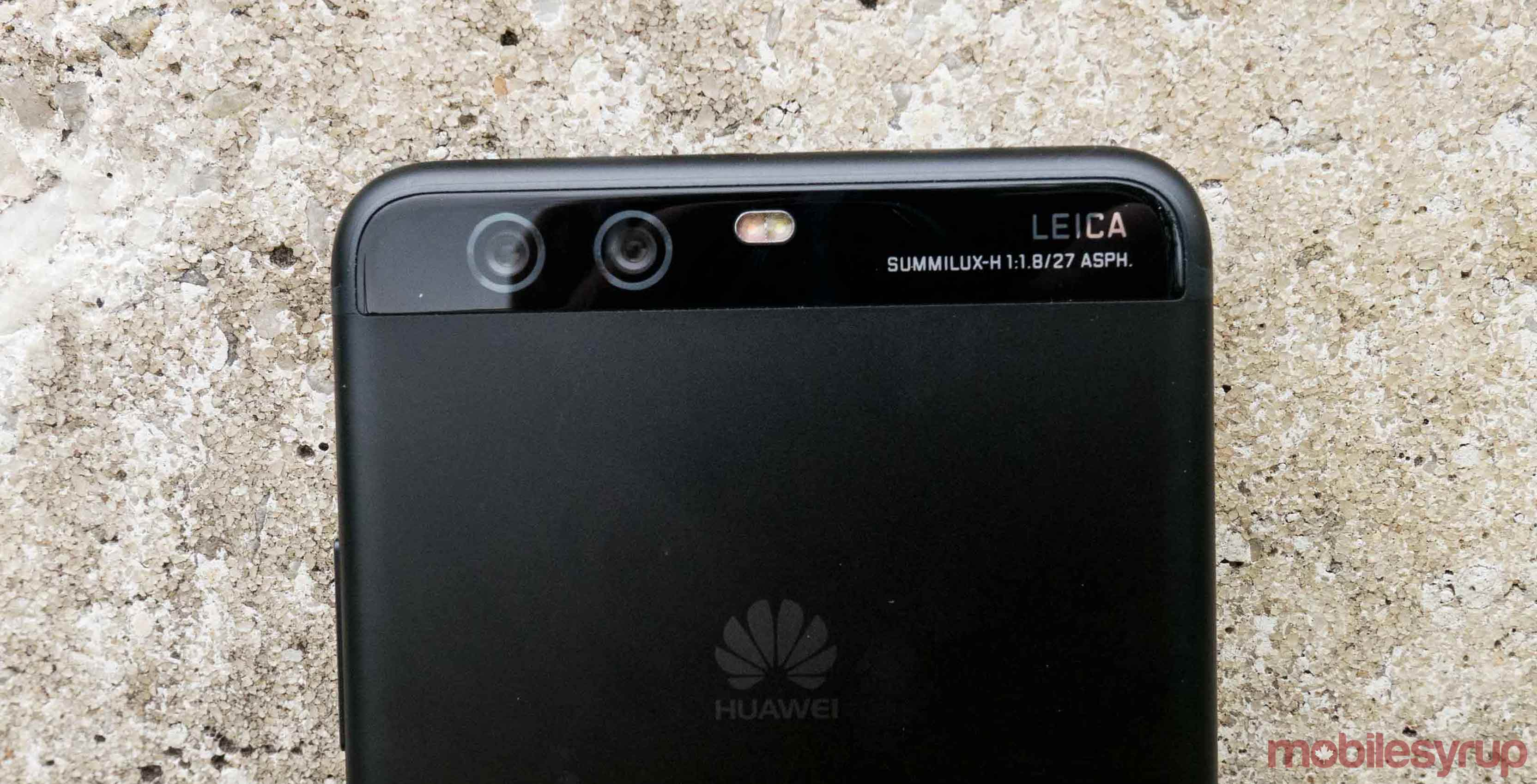 Image of the Huawei P10 Plus and its rear-facing camera array