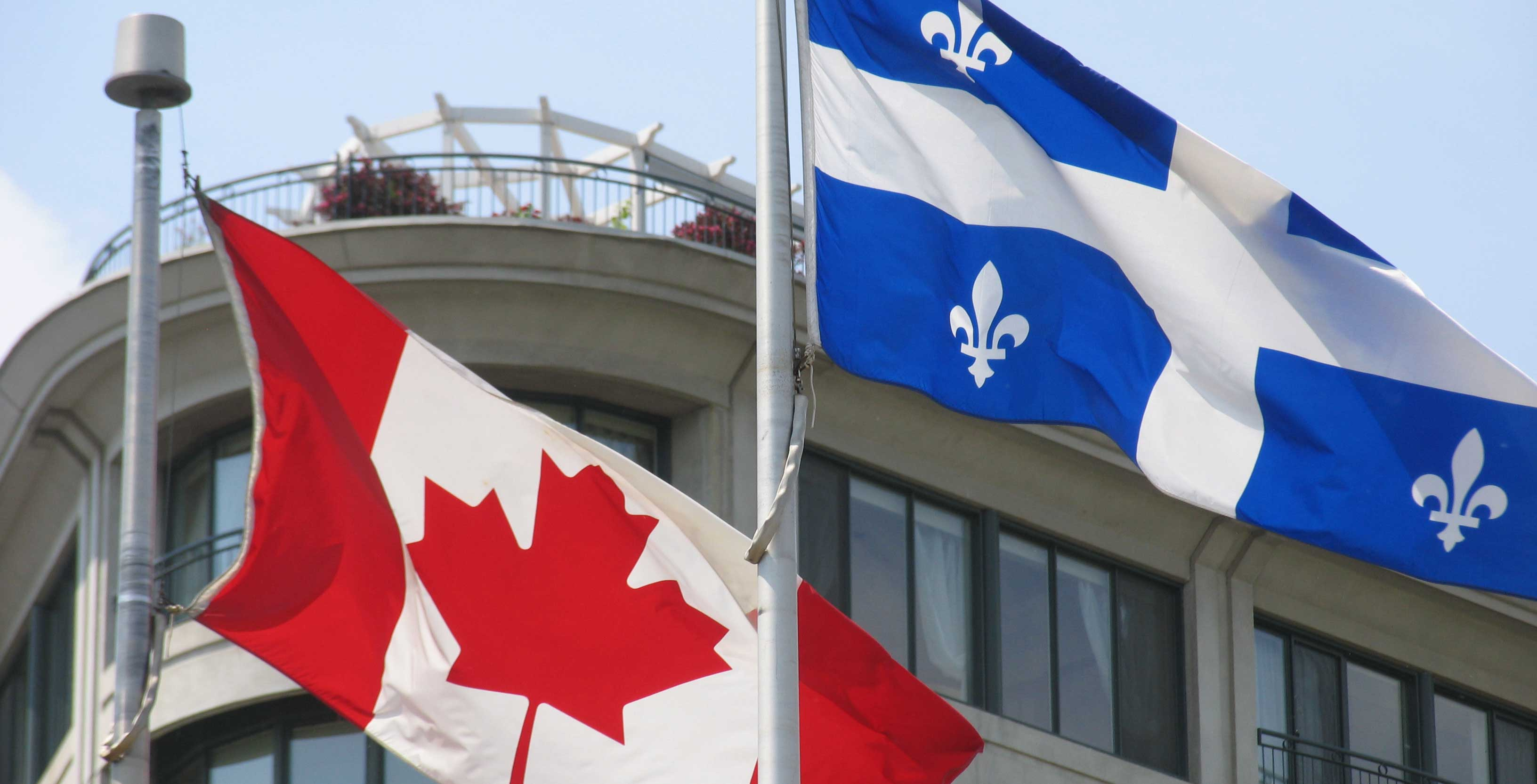 An image of the Quebec and Canada flags
