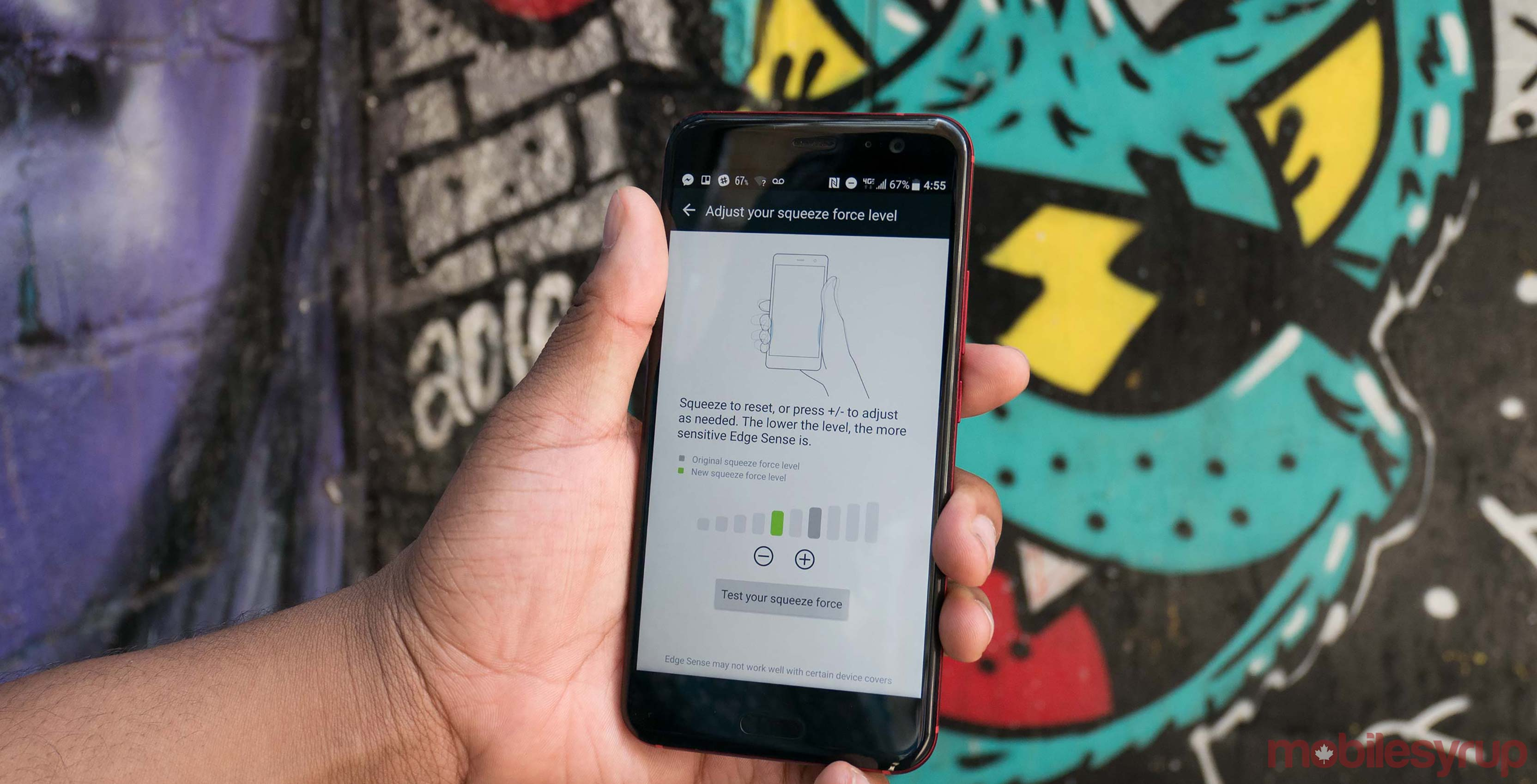 HTC U11 being squeezed, Edge Sense