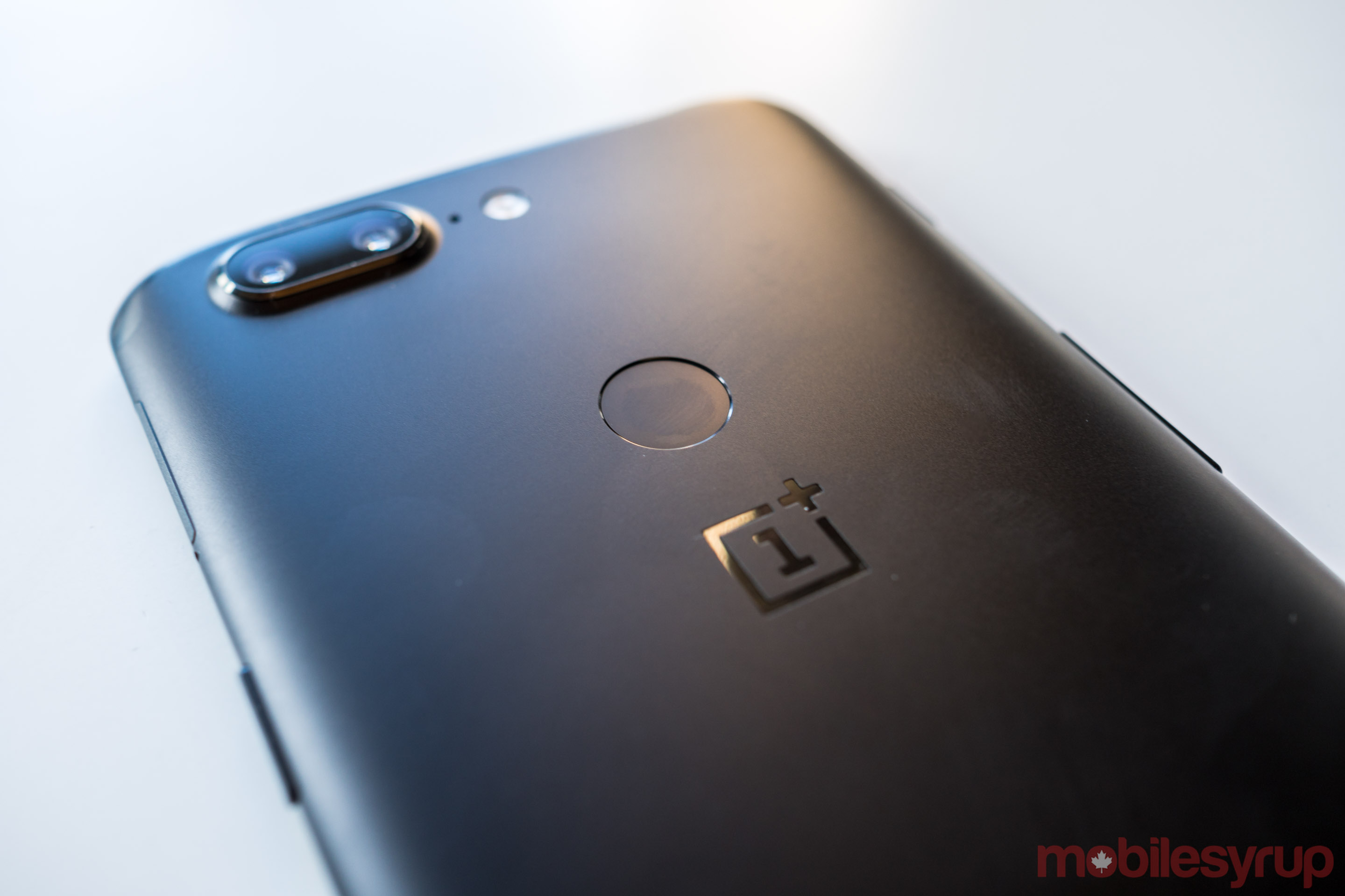 A shot of the OnePlus 5T's rear-facing finger