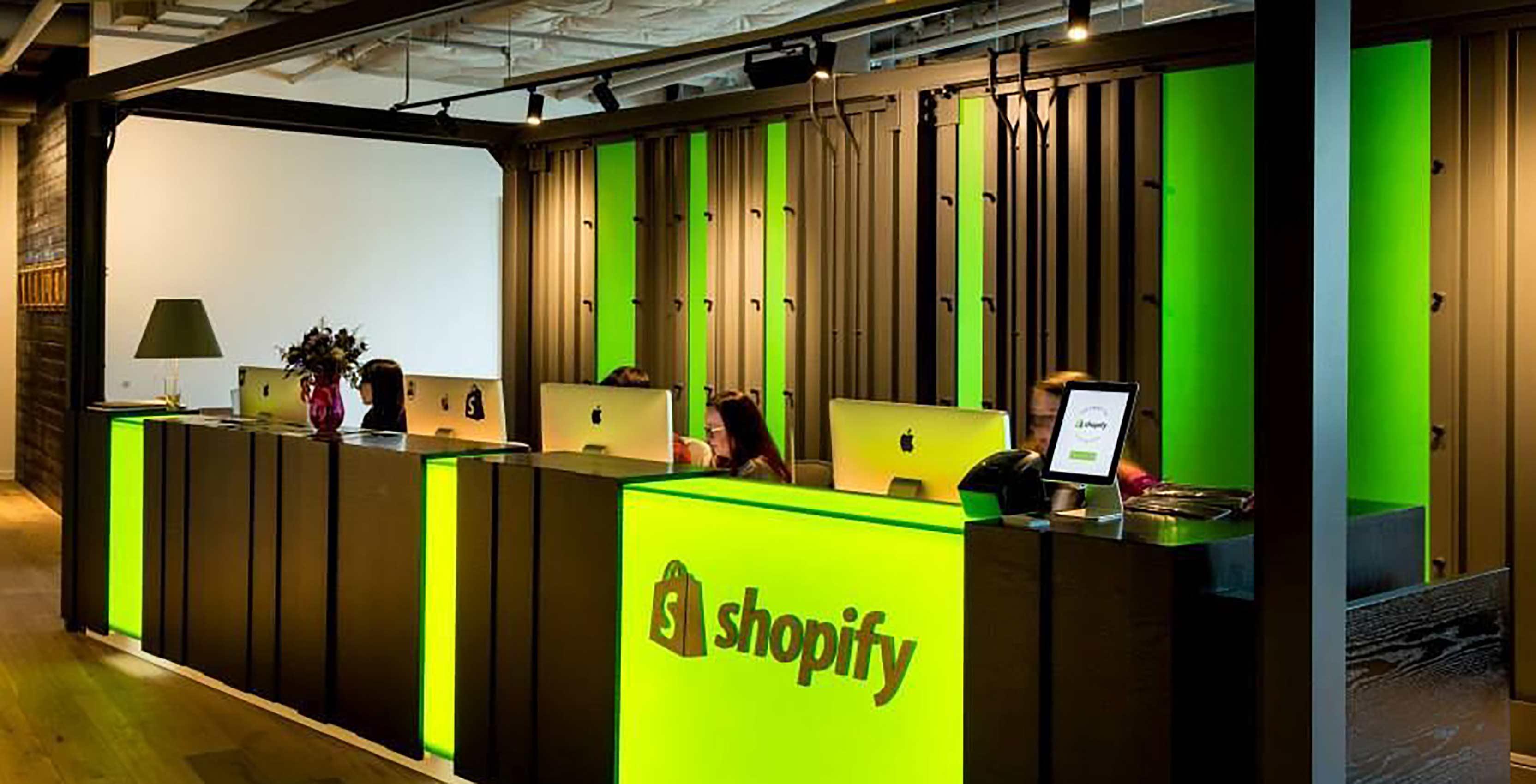 Shopify desk