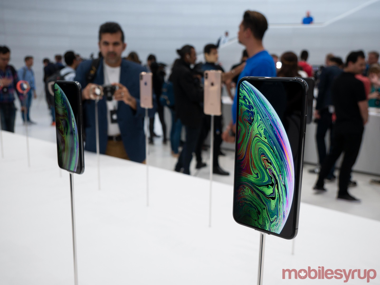 iPhone XS mounted display