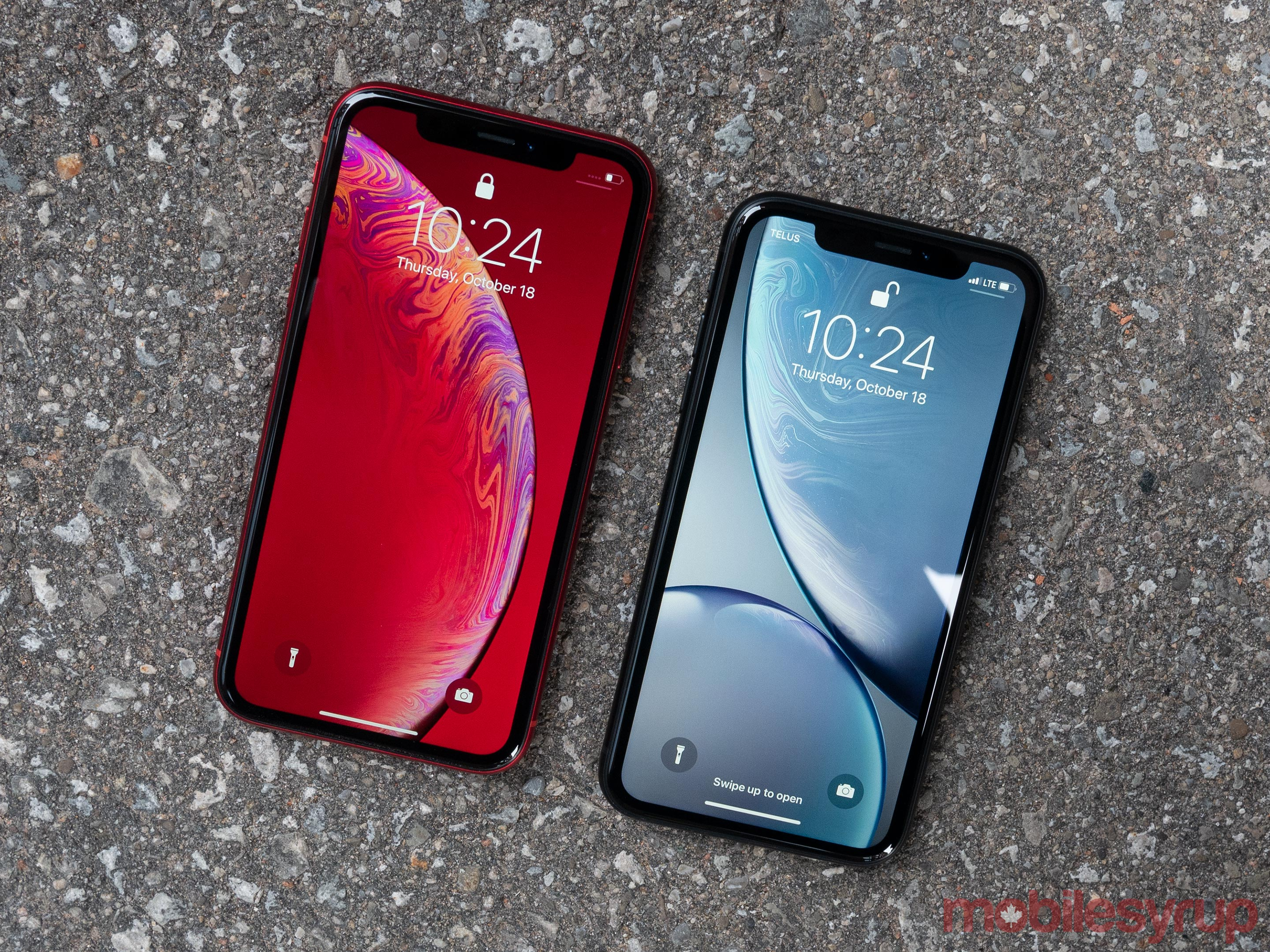 iPhone XR red and iPhone XR blue
