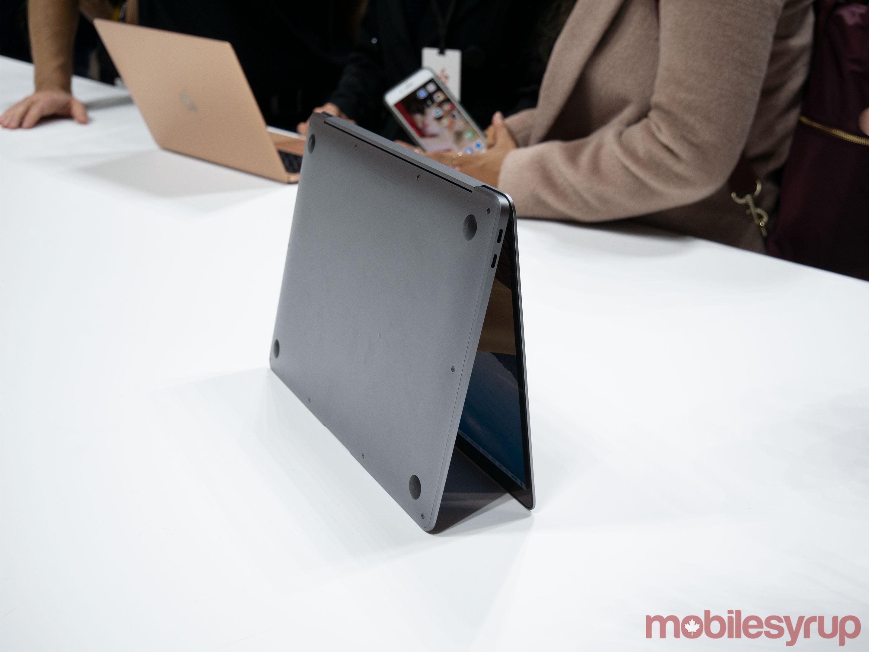 MacBook Air triangle