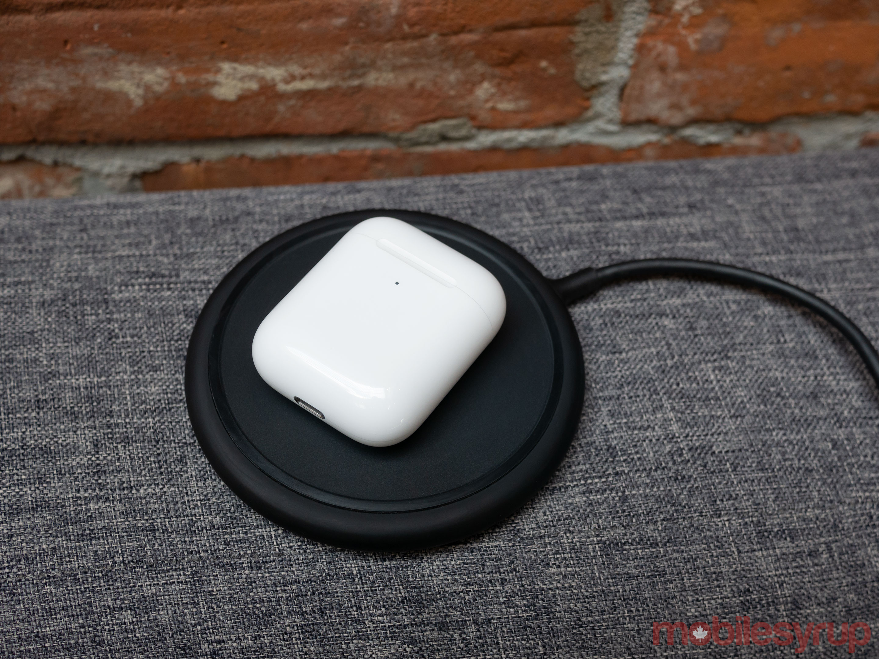 AirPods (2019) wirelessly charging