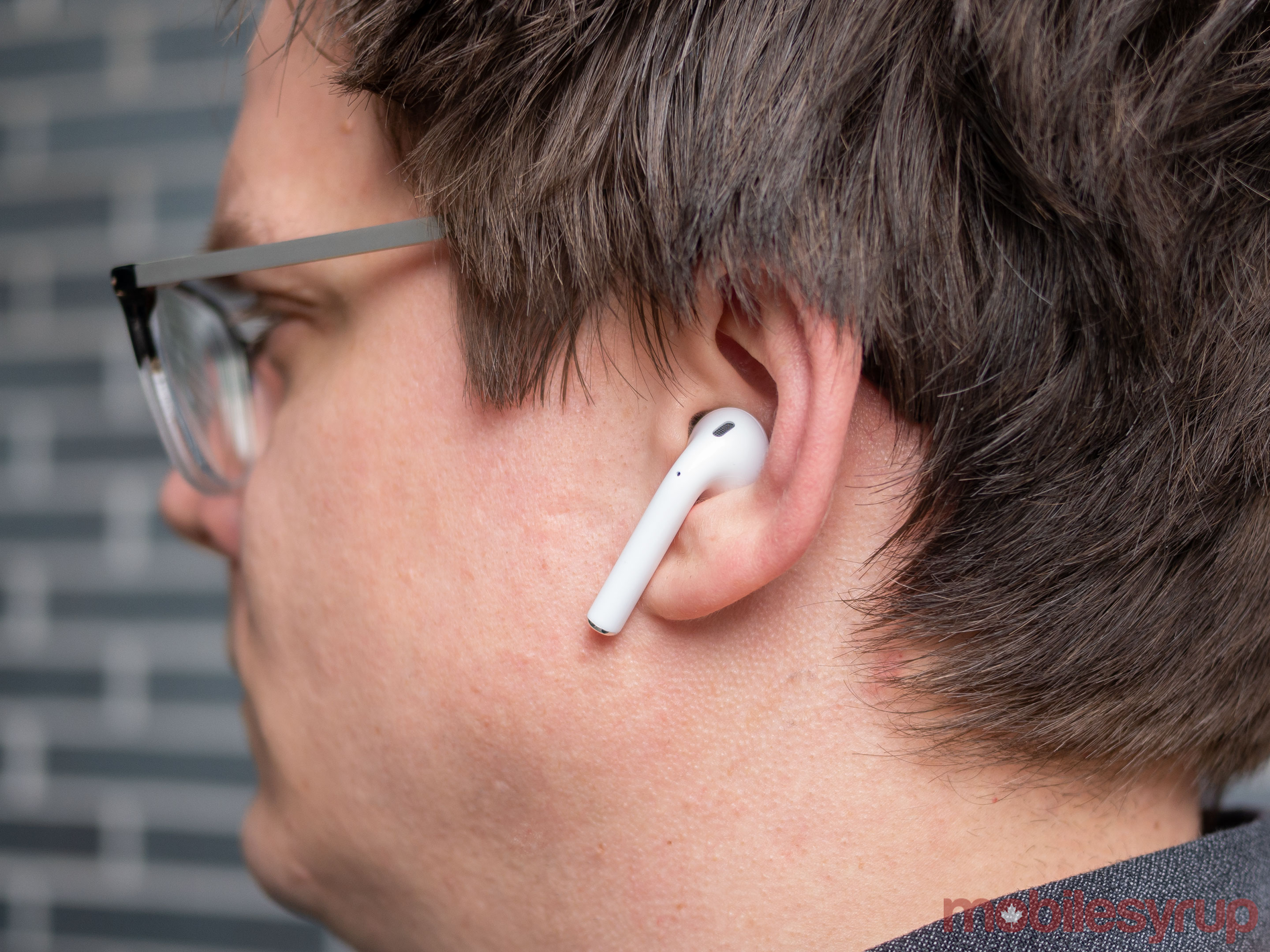 AirPods 2019 in ear