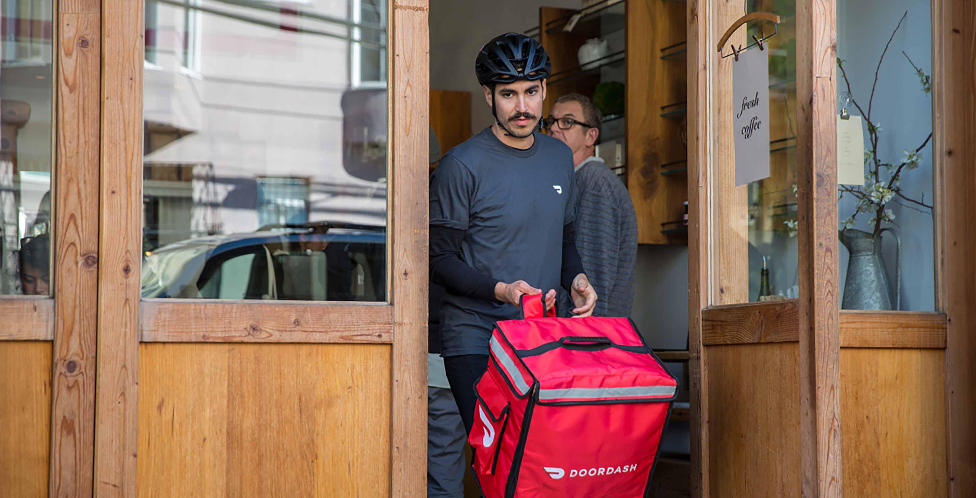Door Dasher delivery man