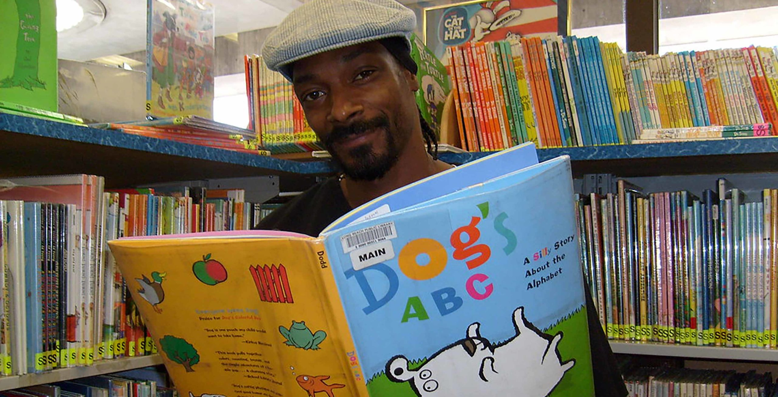 Snoop Dogg reads