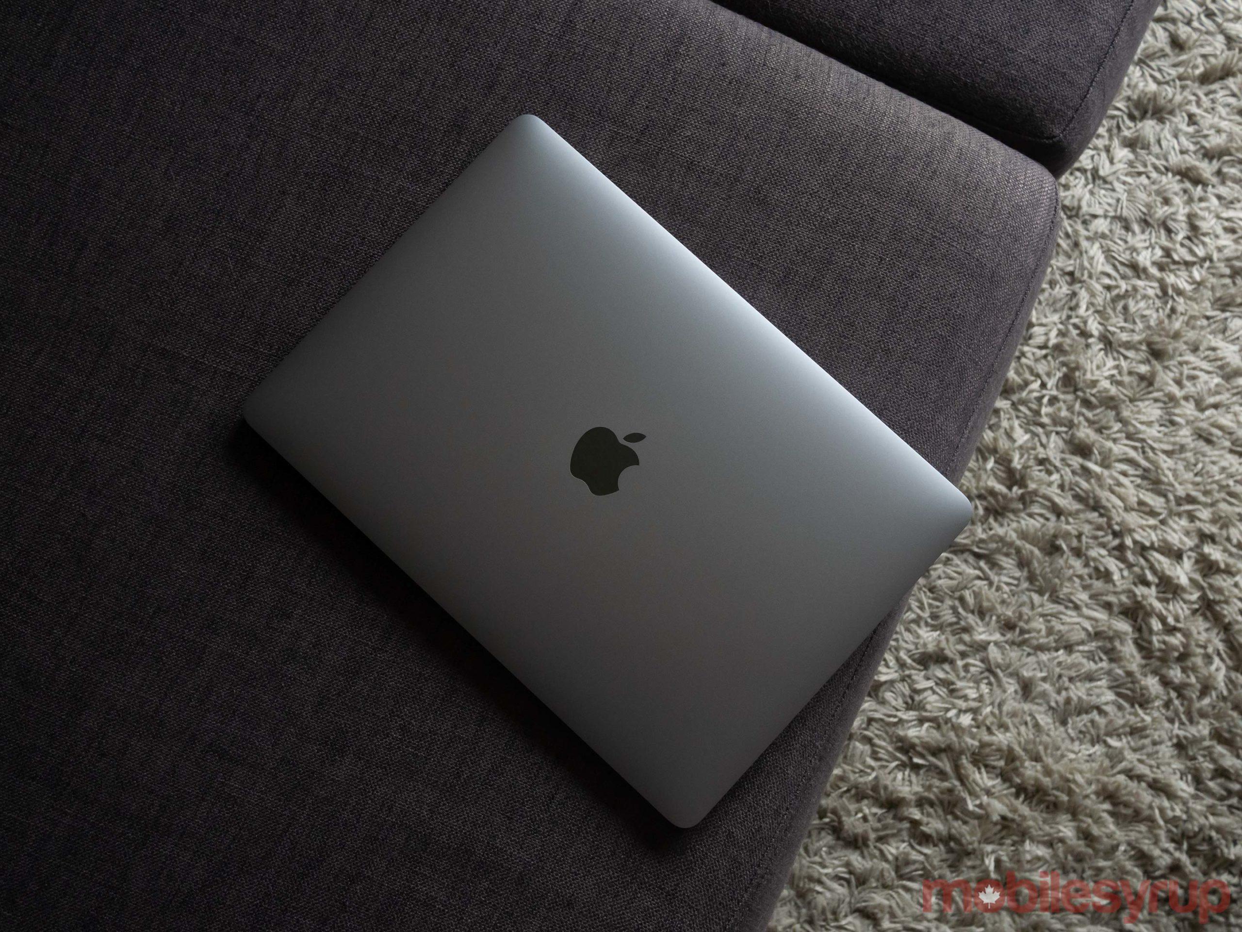 MacBook Air (2020) top down