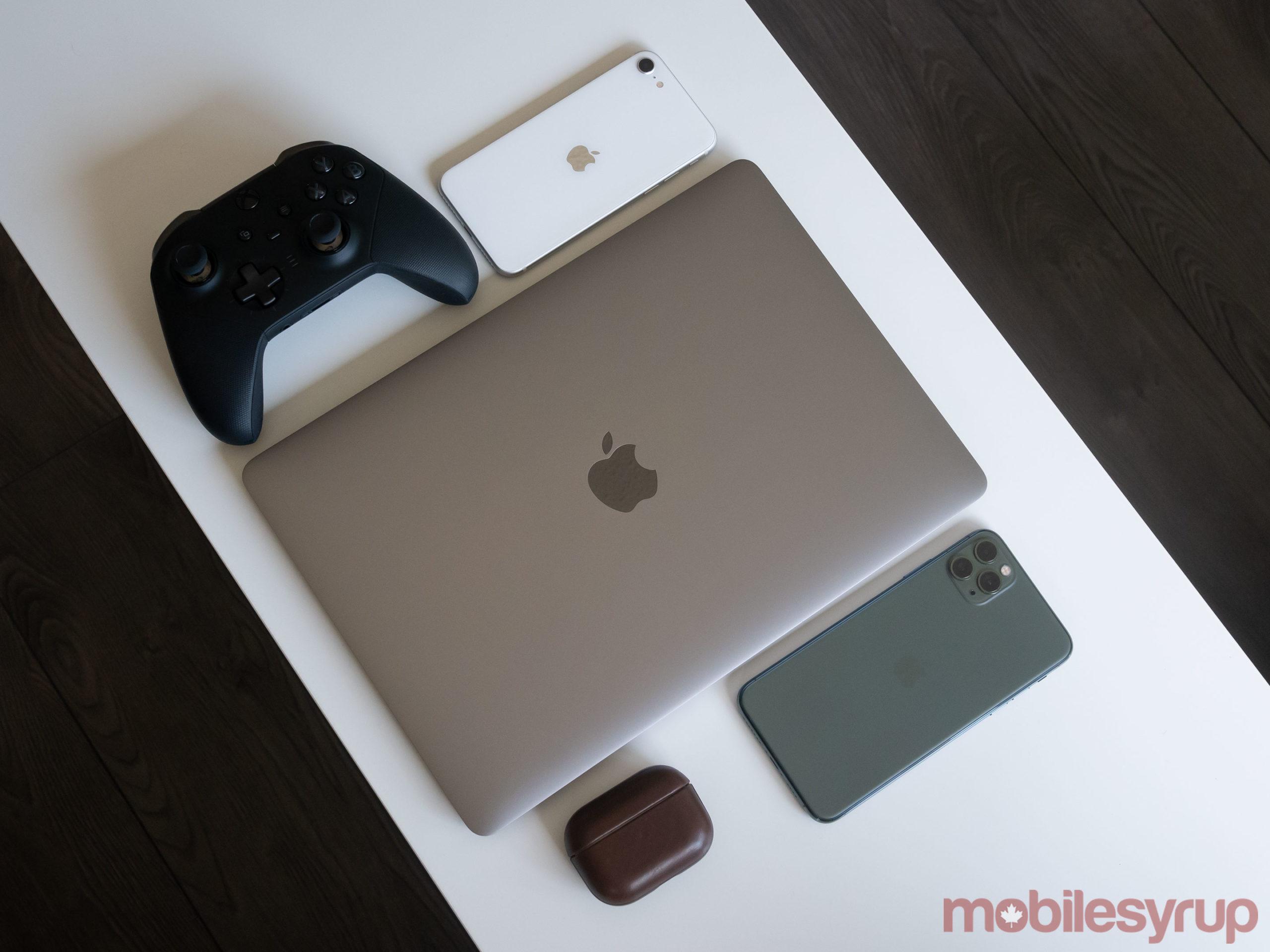 MacBook Pro 2020 top-down