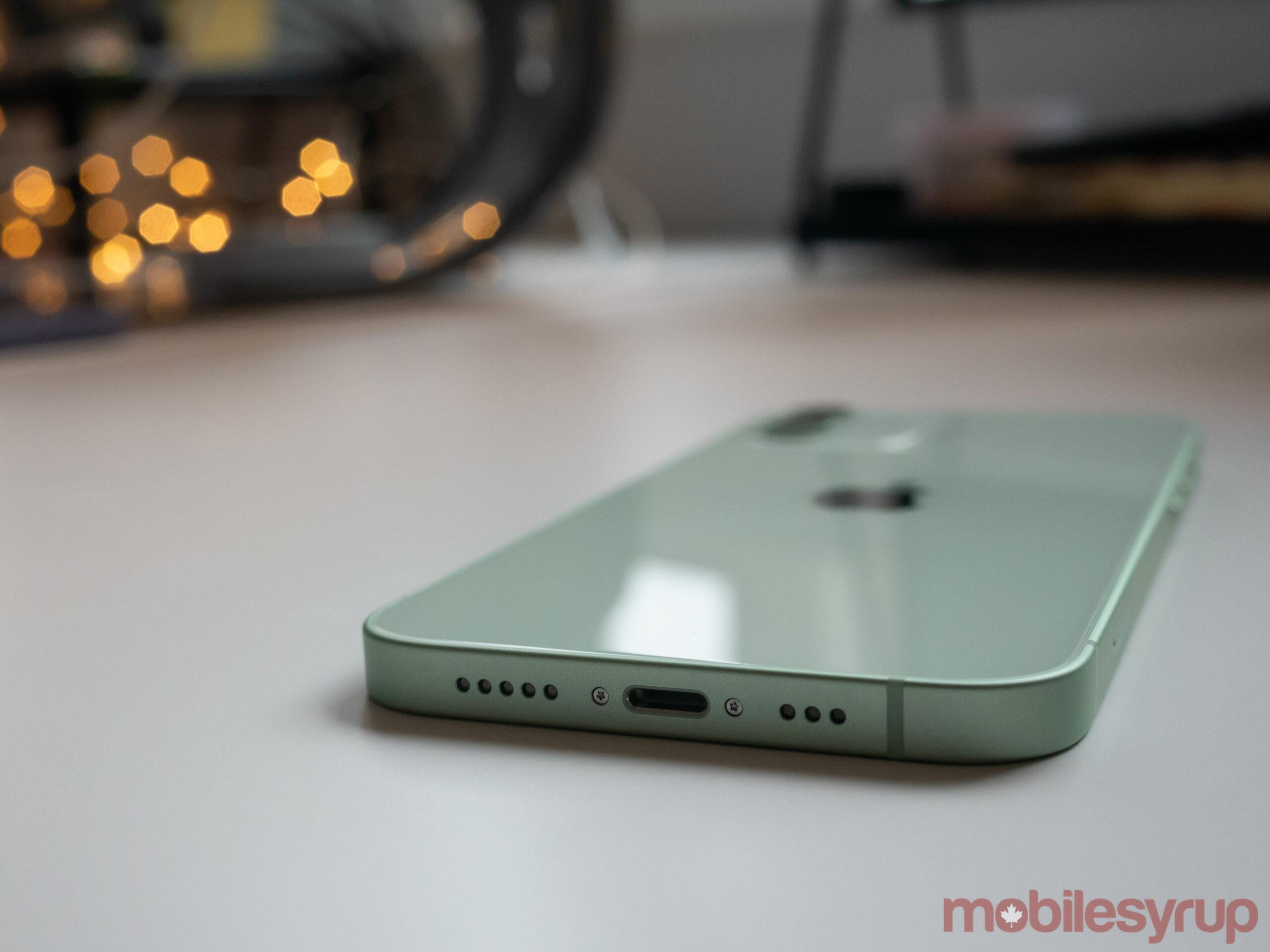 iPhone 12 Lightning port