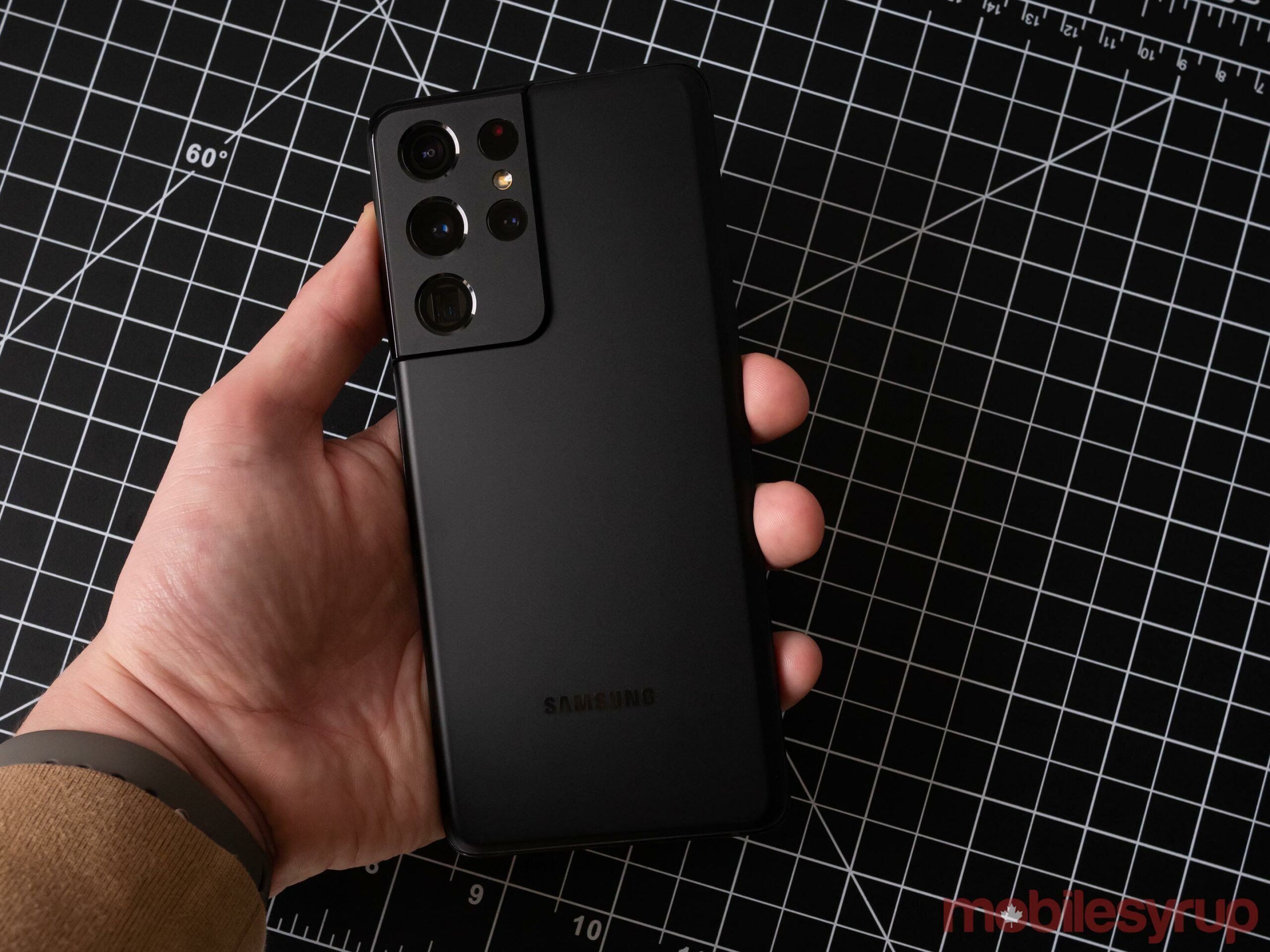 Galaxy S20 Ultra in hand