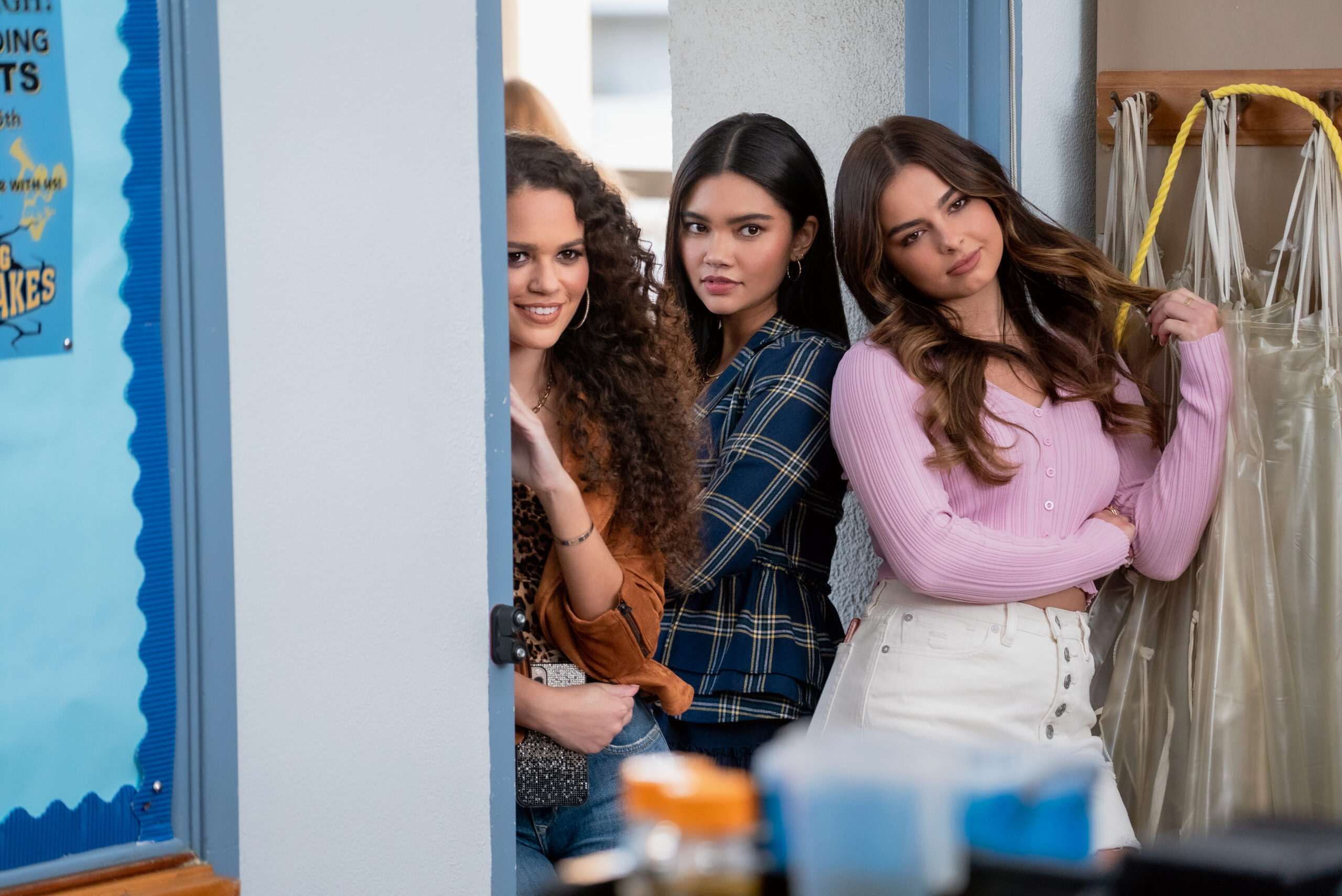 He's All That. Madison Pettis as Alden, Manneepat Molloy as Quinn, Addison Rae Easterling as Padgett Sawyer in Hes All That. Cr. Kevin Estrada/NETFLIX © 2020